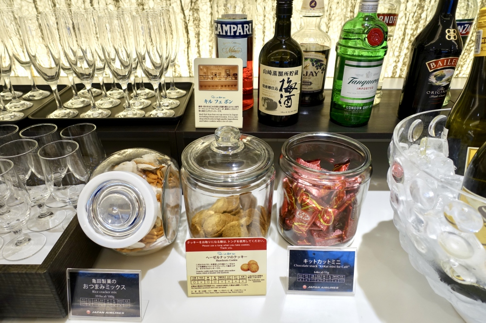 羽田空港国際線ターミナル JALファーストクラスラウンジ ダイニング ブッフェコーナー お菓子