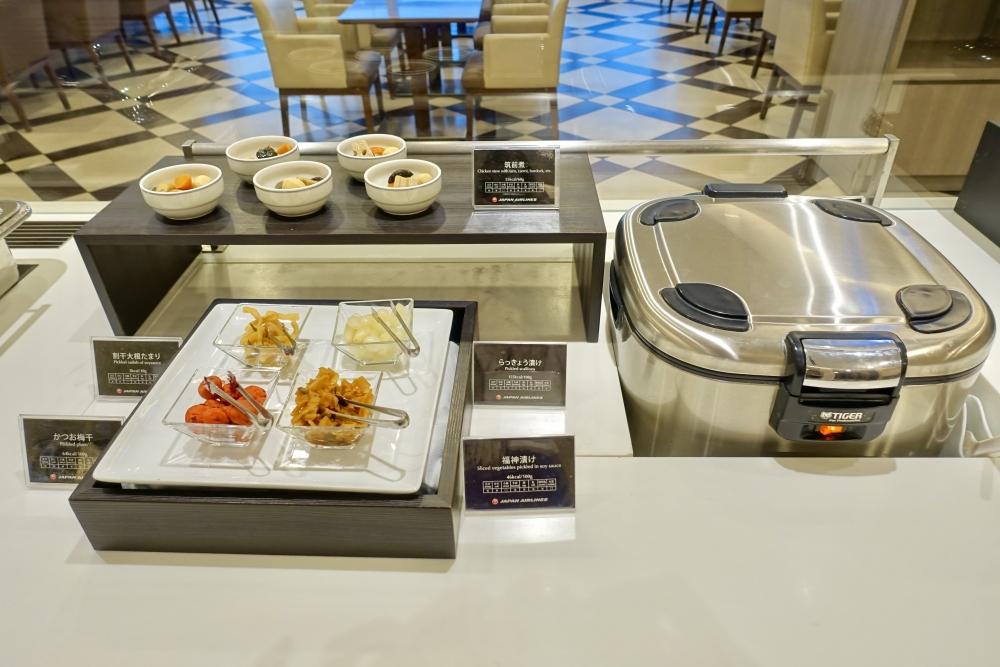 羽田空港国際線ターミナル JALファーストクラスラウンジ ダイニング ご飯と漬物