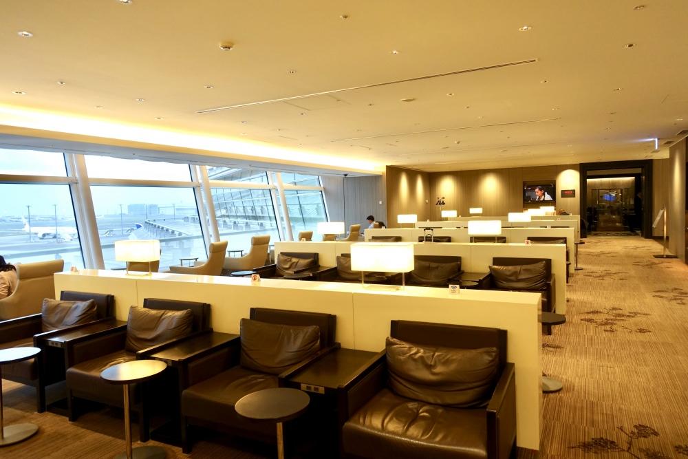 羽田空港国際線ターミナル JALファーストクラスラウンジ シーティングエリア 奥側