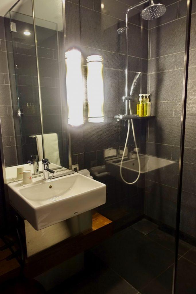 羽田空港国際線ターミナル JALファーストクラスラウンジ シャワー室のドアを開けたところ