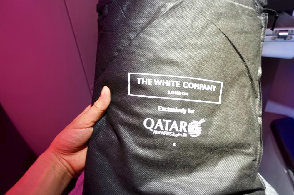 カタール航空 QR813便 ビジネスクラスキャビン ホワイトカンパニーのパジャマ