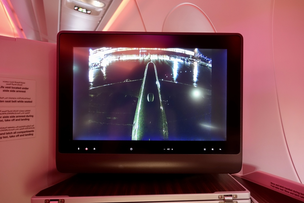 カタール航空 QR813便 ビジネスクラスキャビン リアカメラの画像