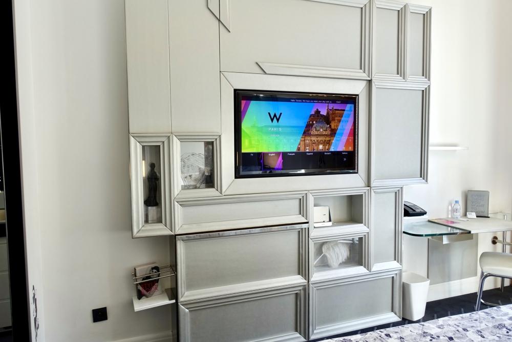 Wパリ オペラ スペクタキュラールーム テレビ