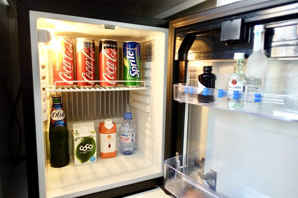 Wパリ オペラ スペクタキュラールーム 隠し冷蔵庫の中
