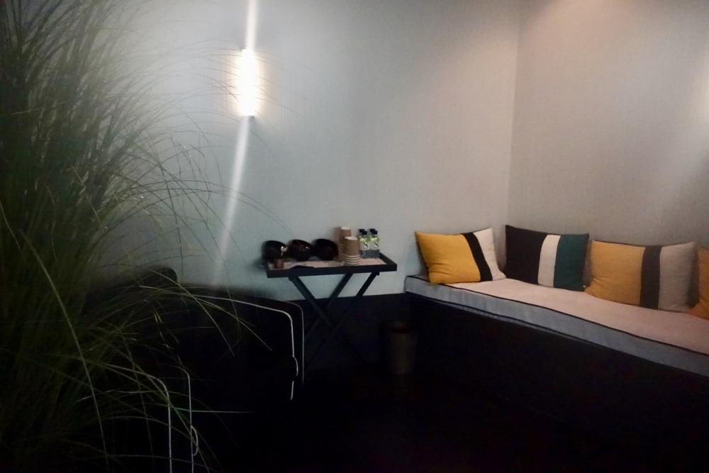パリ・ル・ロックホテルアンドスパ地下プールの無料ドリンク&フード