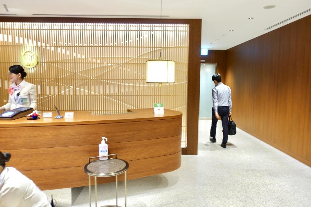 福岡空港JALダイヤプレミアラウンジ入口