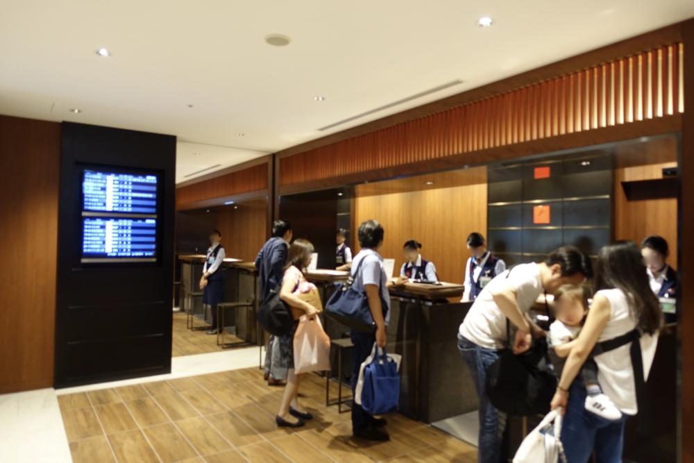 福岡空港JALラウンジ入口
