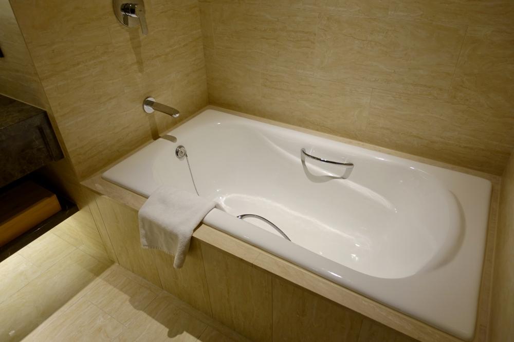 コートヤード台北エグゼクティブルームバスルームの浴槽