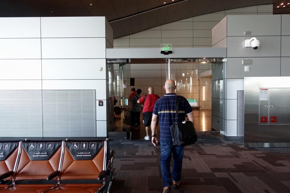 ドーハハマド国際空港 A3 搭乗ゲートを開放