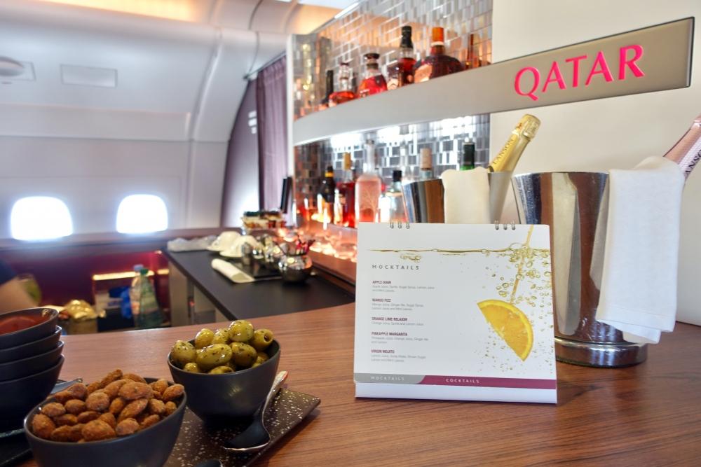 カタール航空A380のバーカウンターで注文できるドリンクメニュー