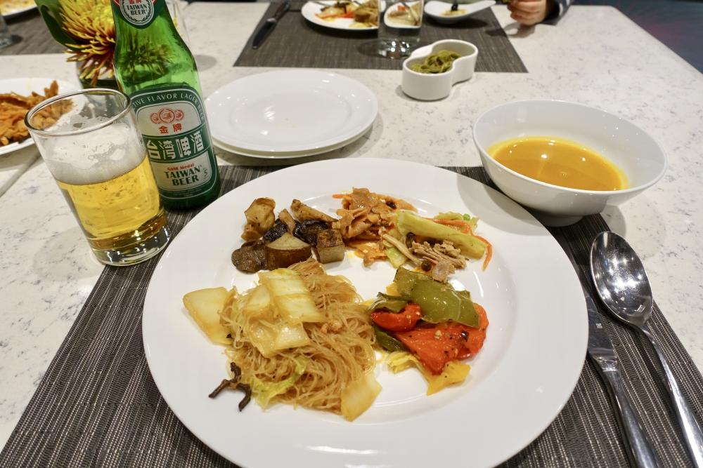 コートヤード台北エグゼクティブラウンジハッピーアワーのブッフェ・実食
