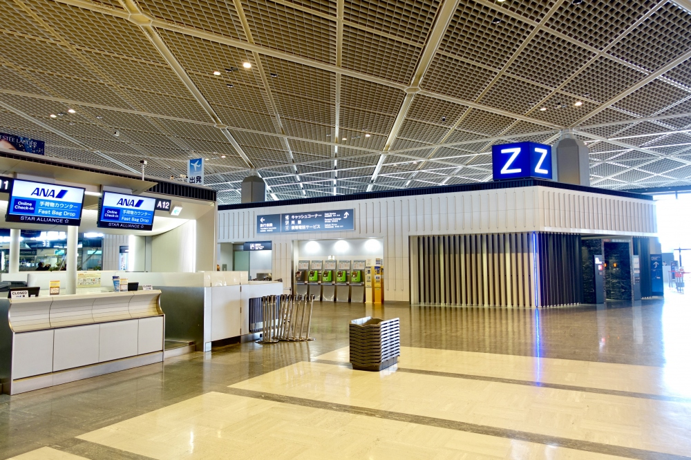 成田空港第一ターミナルAカウンターからZカウンターを見たところ
