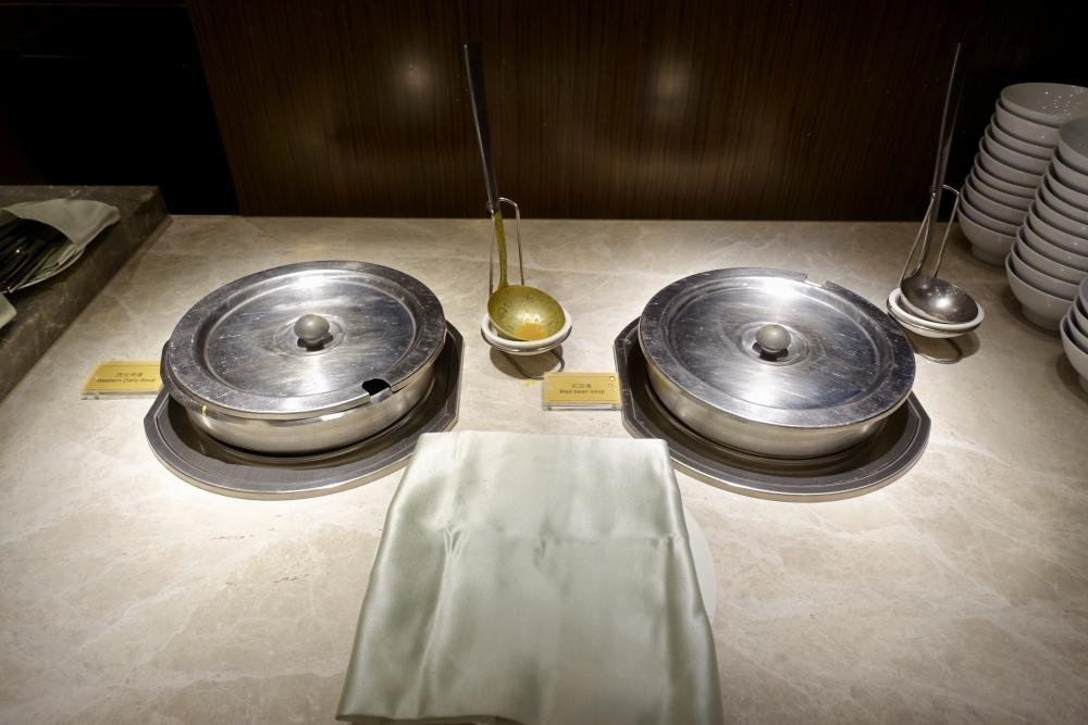 コートヤード台北エグゼクティブラウンジハッピーアワーのブッフェ・スープ