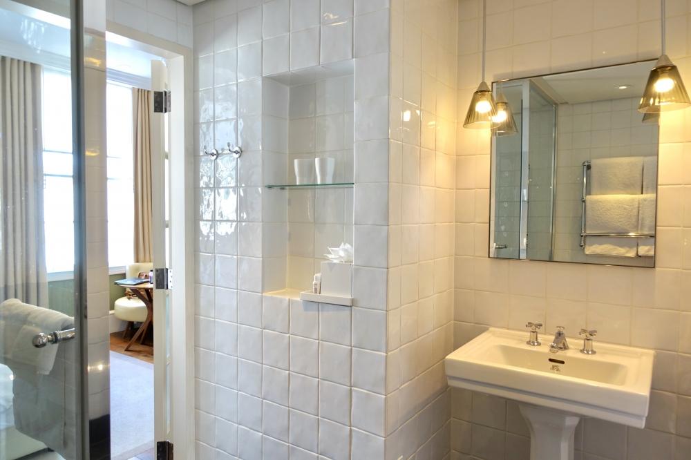 グレートノーザンホテル・キュービットルーム・バスルーム洗面台側