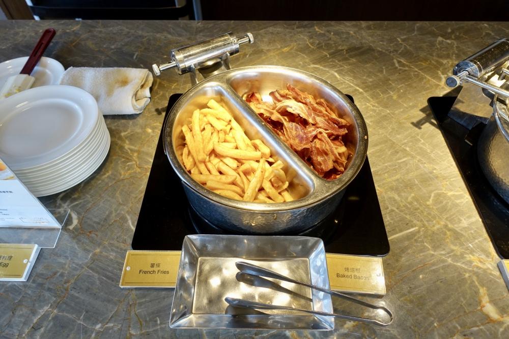 コートヤード台北エグゼクティブラウンジ朝食ブッフェ・ベーコンとポテト