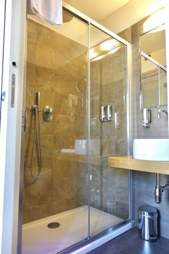 ミラノ・ビオシティ・シングルルームのシャワーブース