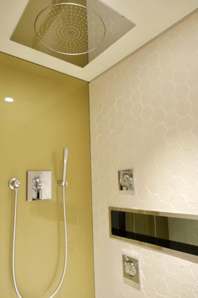 シャルル・ド・ゴール国際空港カタール航空プレミアムビジネスラウンジ・シャワー室