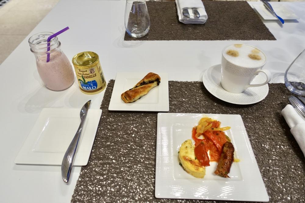 シャルル・ド・ゴール国際空港カタール航空プレミアムラウンジ朝食