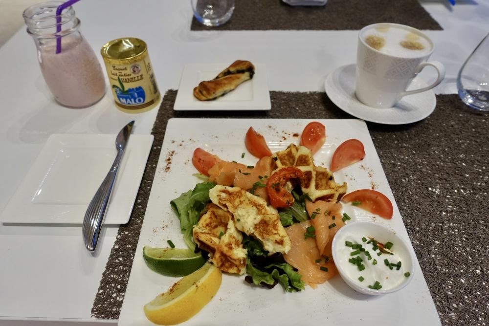 シャルル・ド・ゴール国際空港カタール航空プレミアムラウンジ・朝食・ポテトワッフル