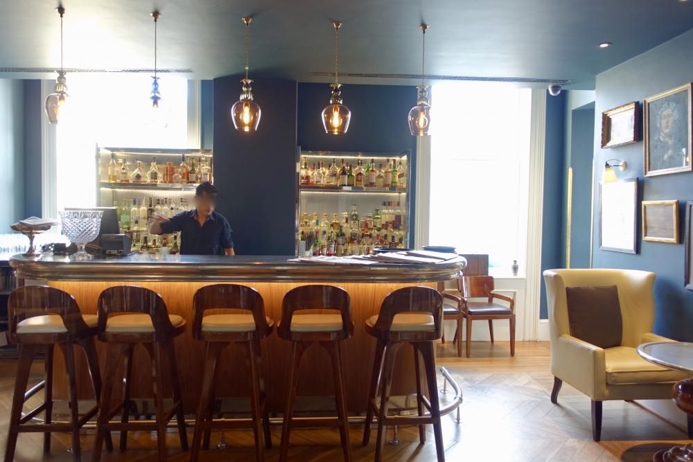 ロンドン・グレートノーザンホテル朝食会場:PLUM&SPILT MILKバーカウンターの様子