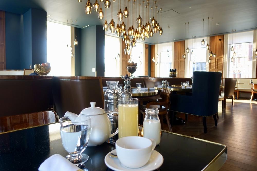 ロンドン・グレートノーザンホテル朝食会場:PLUM&SPILT MILK朝食