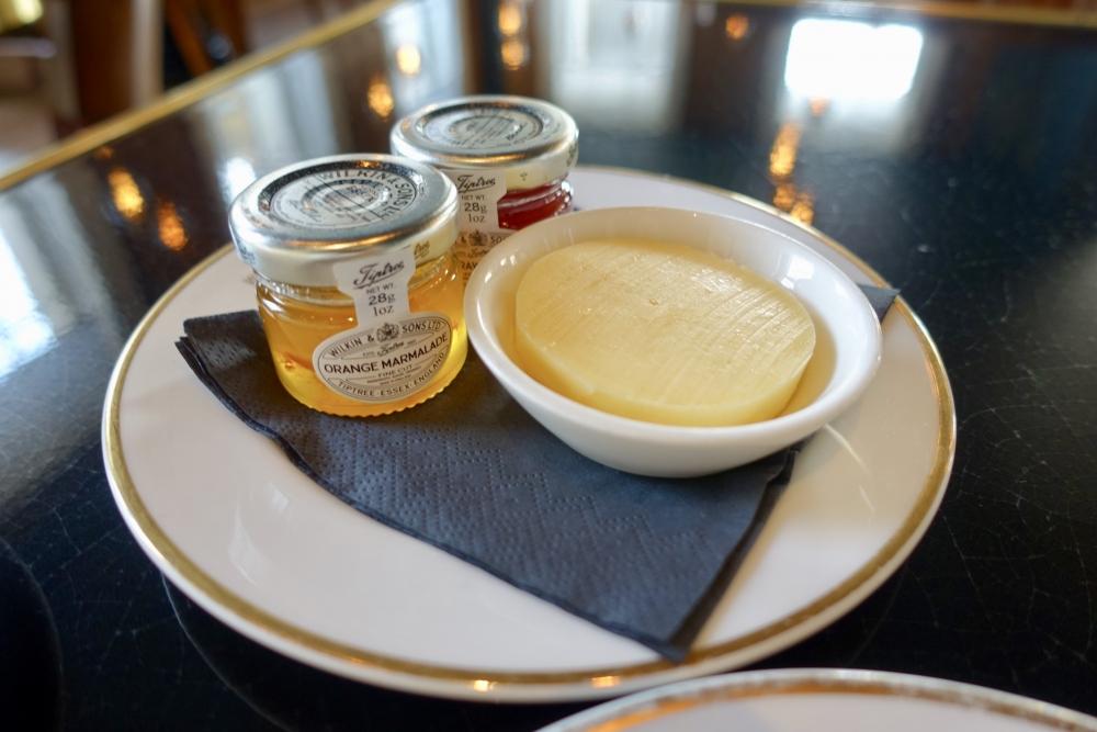 ロンドン・グレートノーザンホテル朝食会場:PLUM&SPILT MILKバター&ジャム