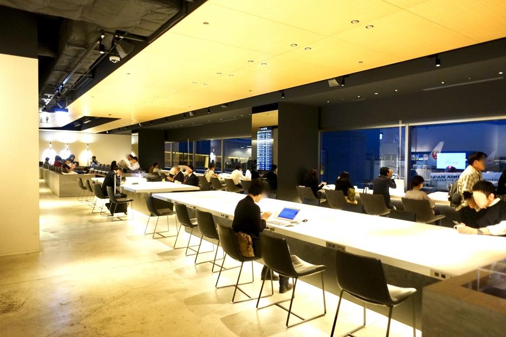 羽田空港第1ターミナルパワーラウンジの内部