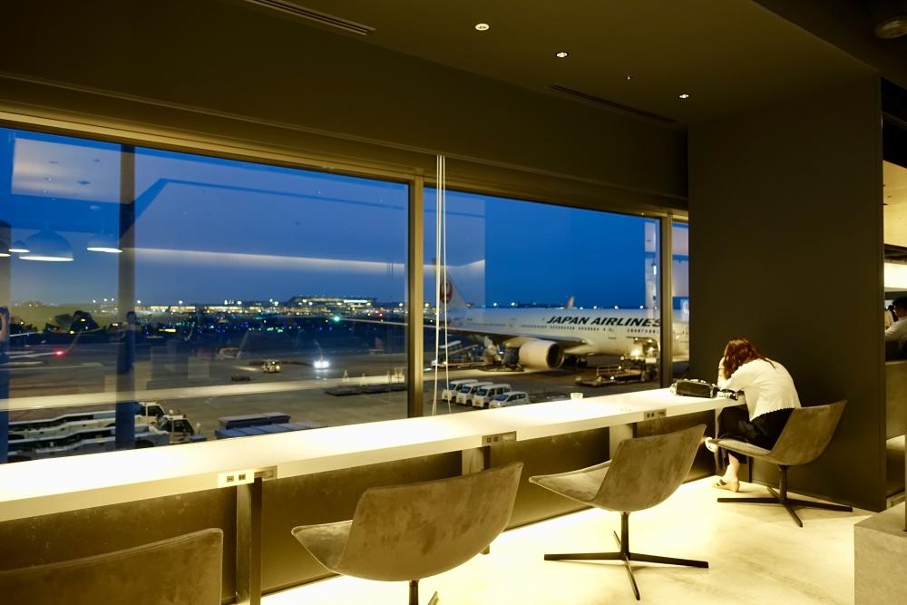 羽田空港第1ターミナルPOWERラウンジ窓側席