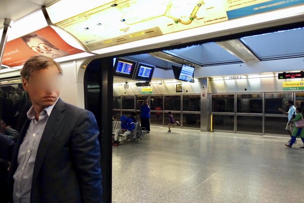 ニューヨーク・JFケネディ空港ターミナルをつなぐトレイン