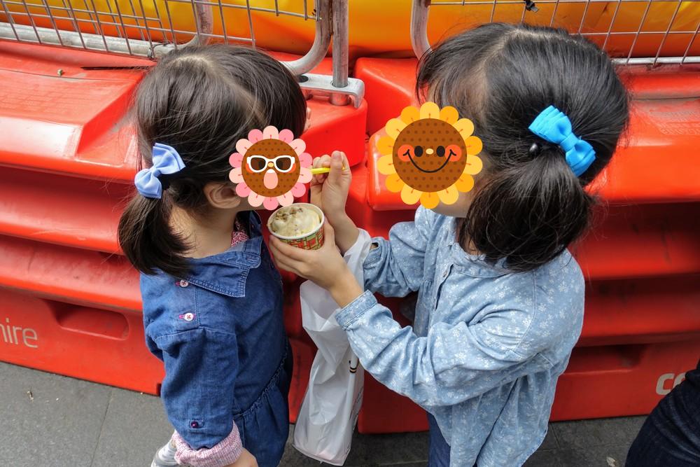 シドニー・メッシーナのアイスを食べる