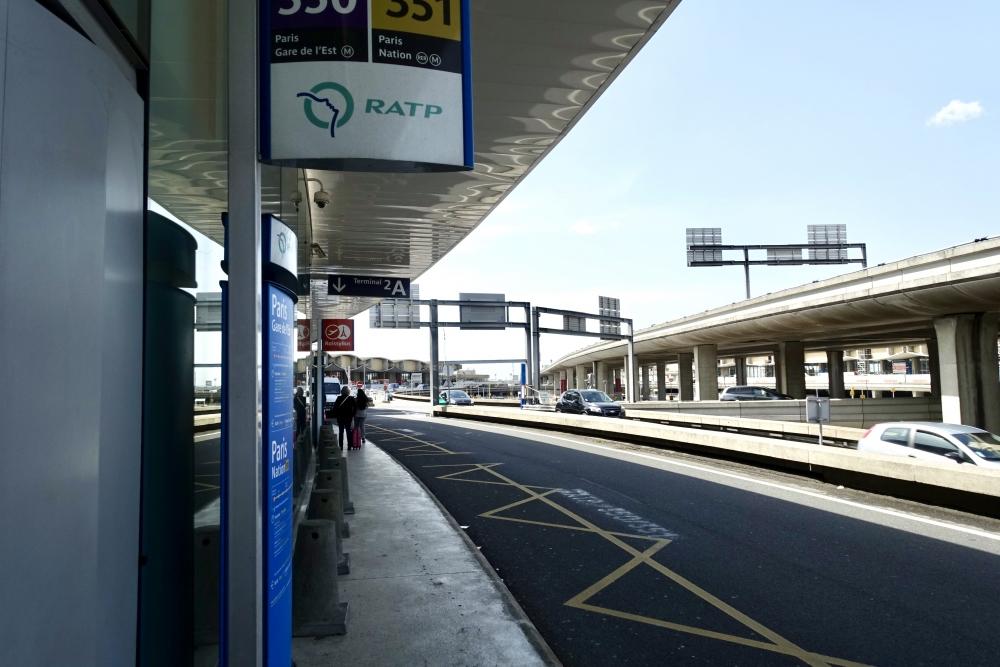 シャルル・ド・ゴール空港ロワシーバス降車場からシェラトン・パリ・エアポートホテル&コンファレンスセンター