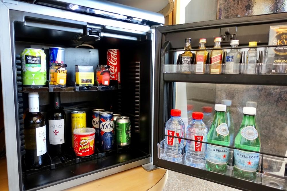 シャルル・ド・ゴール空港シェラトンジュニアスイート冷蔵庫の中