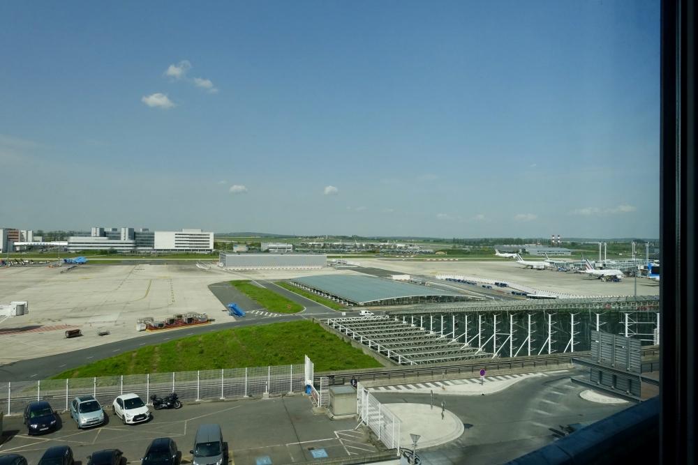 シェラトン・パリ・エアポートホテル&コンファレンスセンタージュニアスイートリビングからの眺め