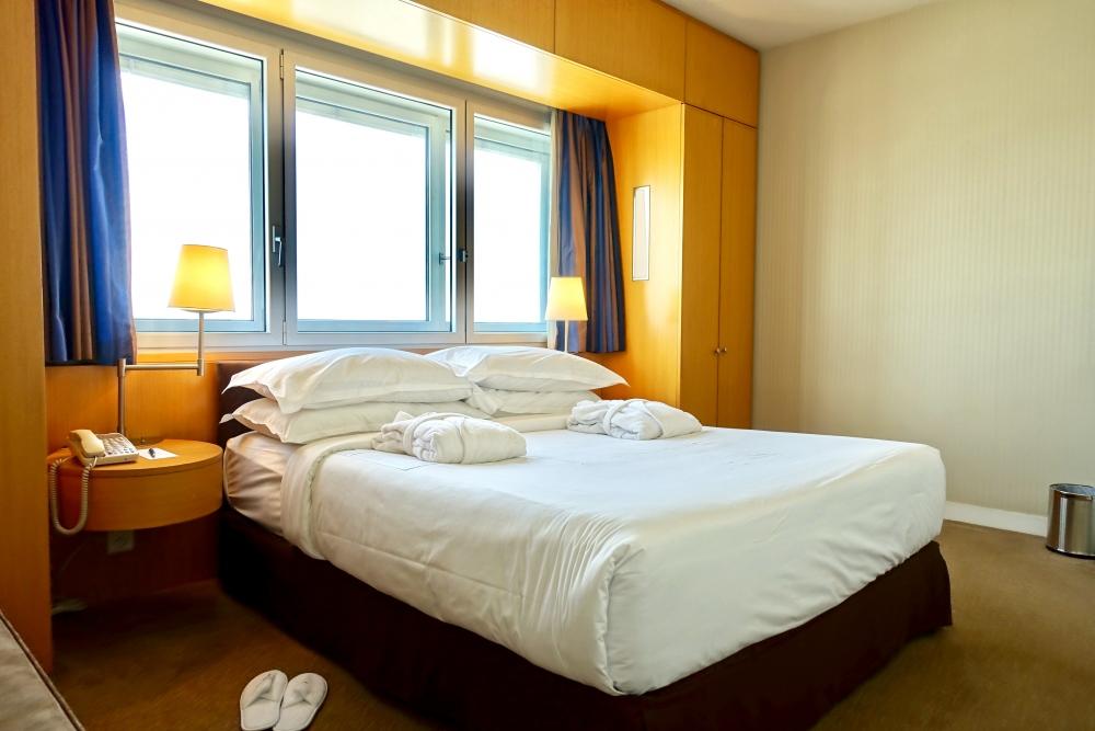 シャルル・ド・ゴール空港シェラトンジュニアスイート寝室