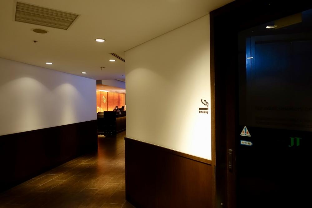 羽田空港JALダイヤモンドプレミアラウンジ喫煙室