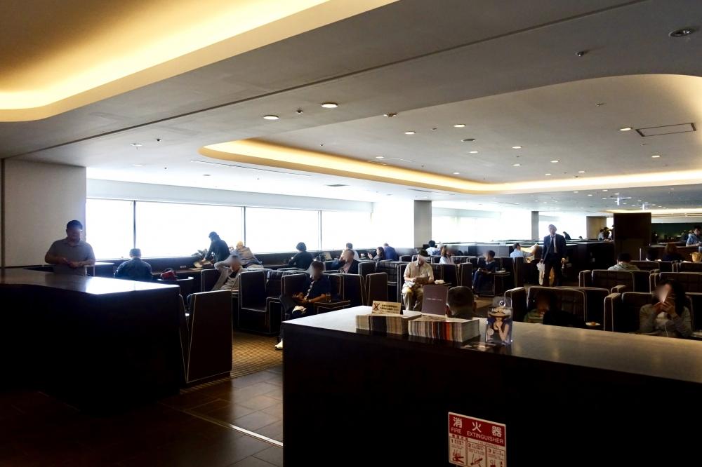 羽田空港JALダイヤモンドプレミアラウンジライブラリーエリア