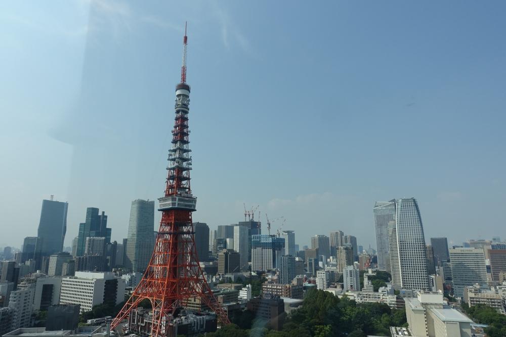 ザ・プリンスパークタワー東京プレミアムクラブラウンジから東京タワーを臨む