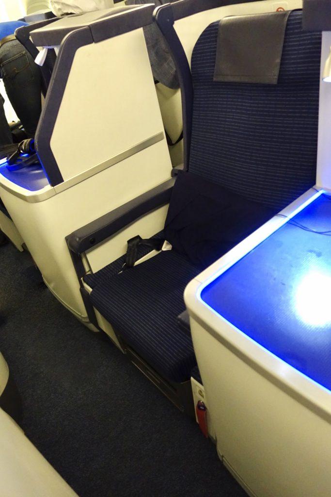 ANA203便フランクフルト行きB777-300ERビジネスクラスシート