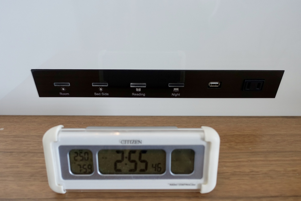 ザ・プリンスパークタワー東京プレミアムクラブフロア枕元の目ざまし時計