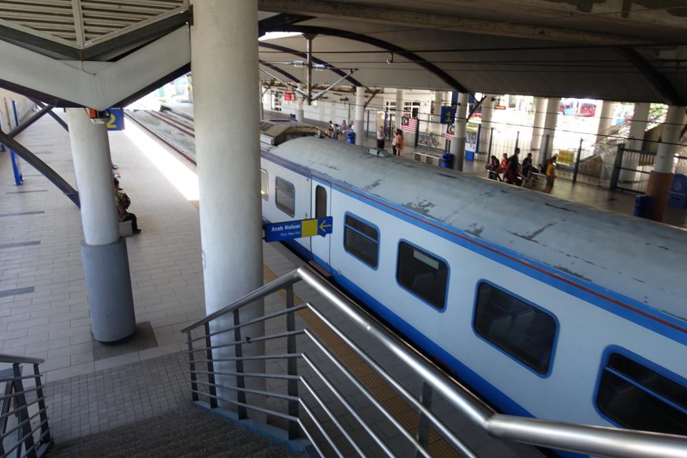 バトゥ洞窟から電車に乗る