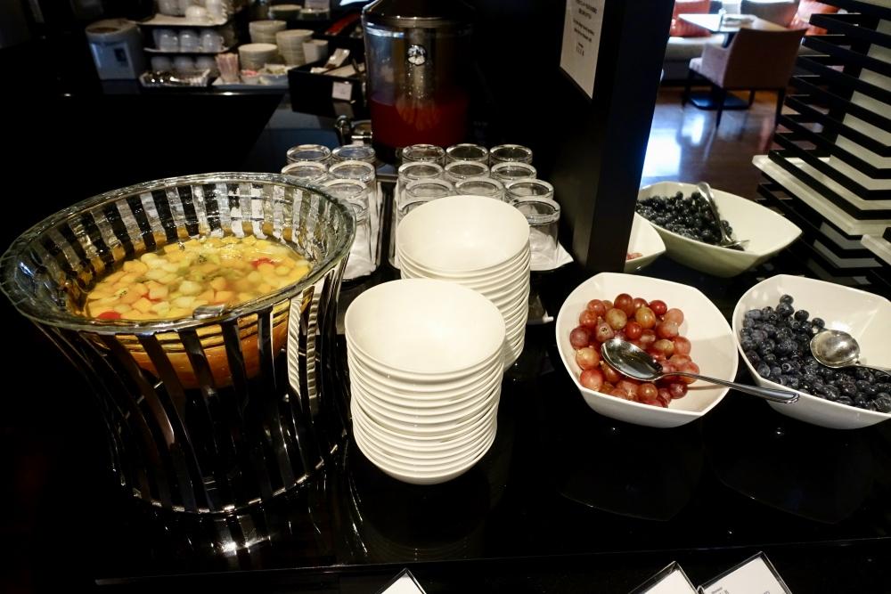 シェラトン都ホテル東京クラブラウンジ朝食フルーツ
