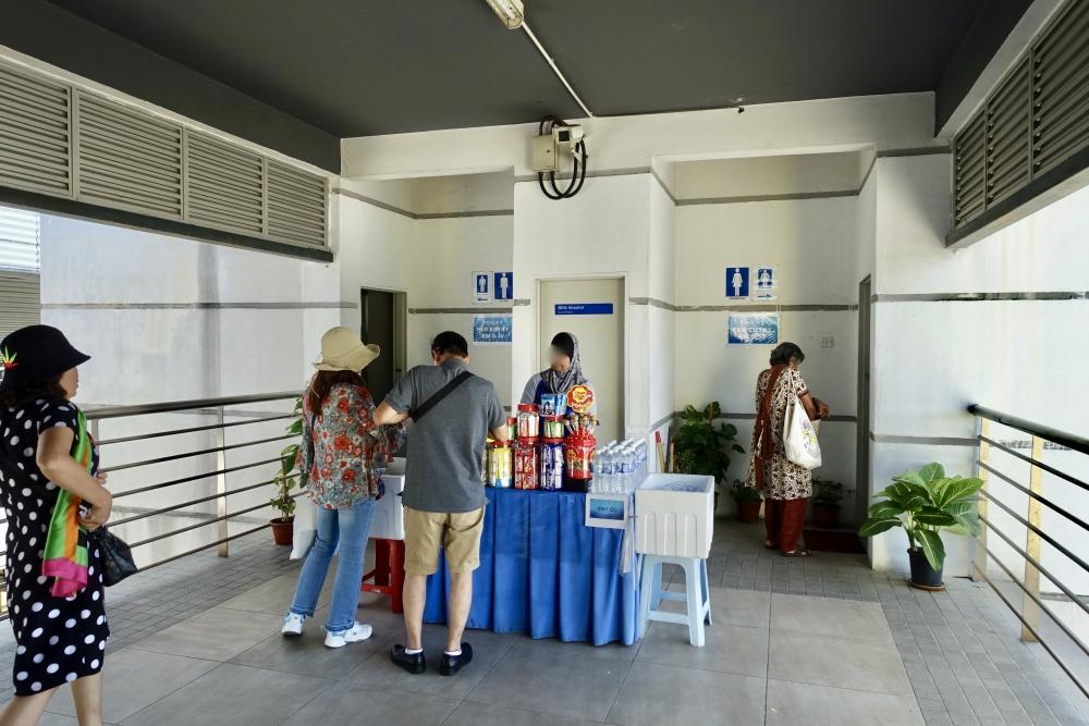 バトゥ洞窟駅の売店