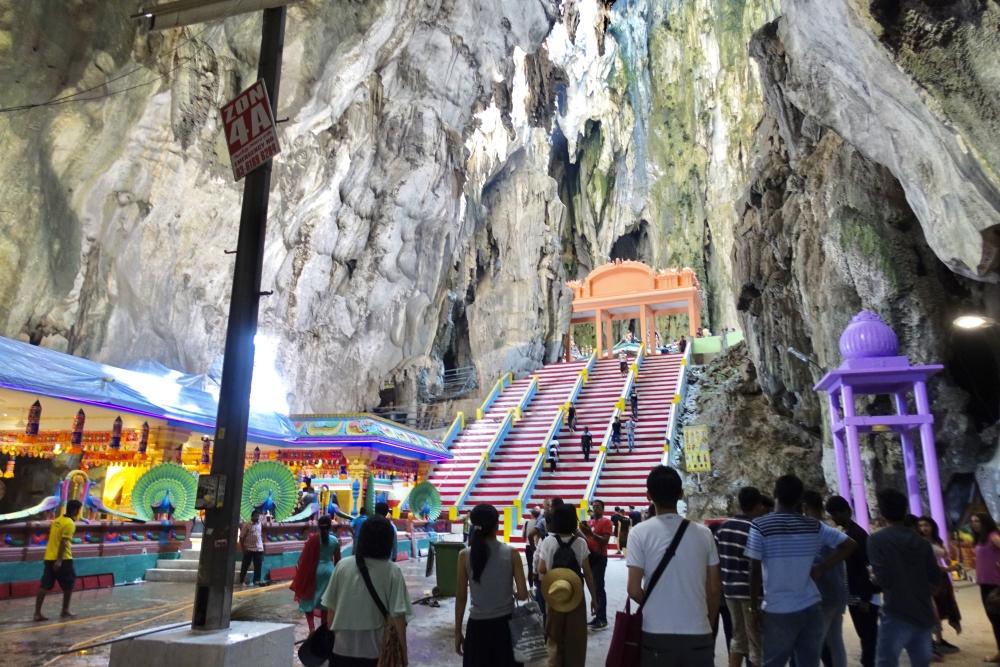 バトゥ洞窟内部にも階段