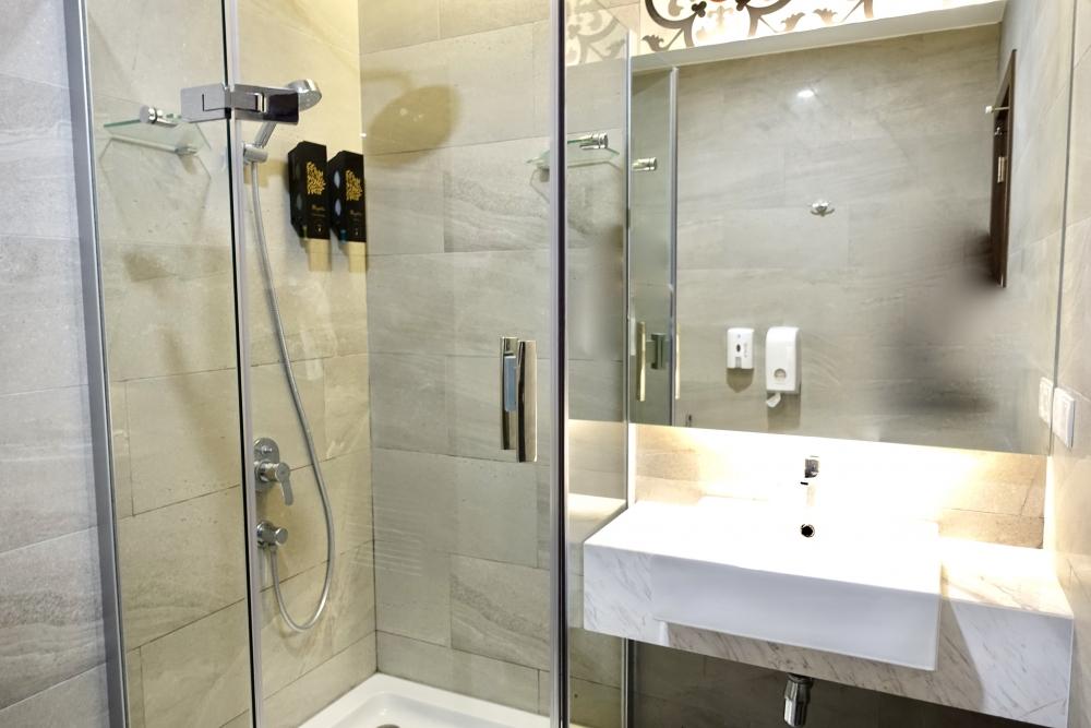 クアラルンプール国際空港ゴールデンラウンジシャワー室洗面台