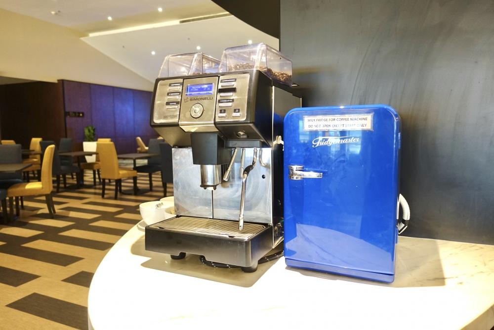 マレーシア航空ゴールデンラウンジコーヒーマシン
