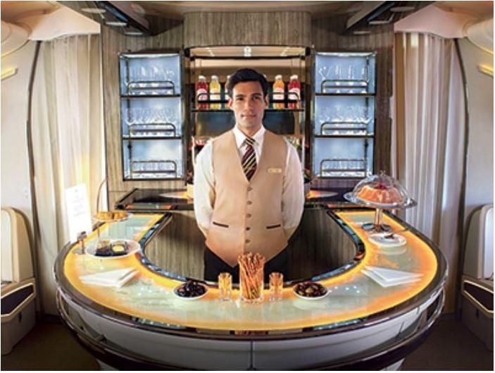 エミレーツ航空A380 機内ラウンジ