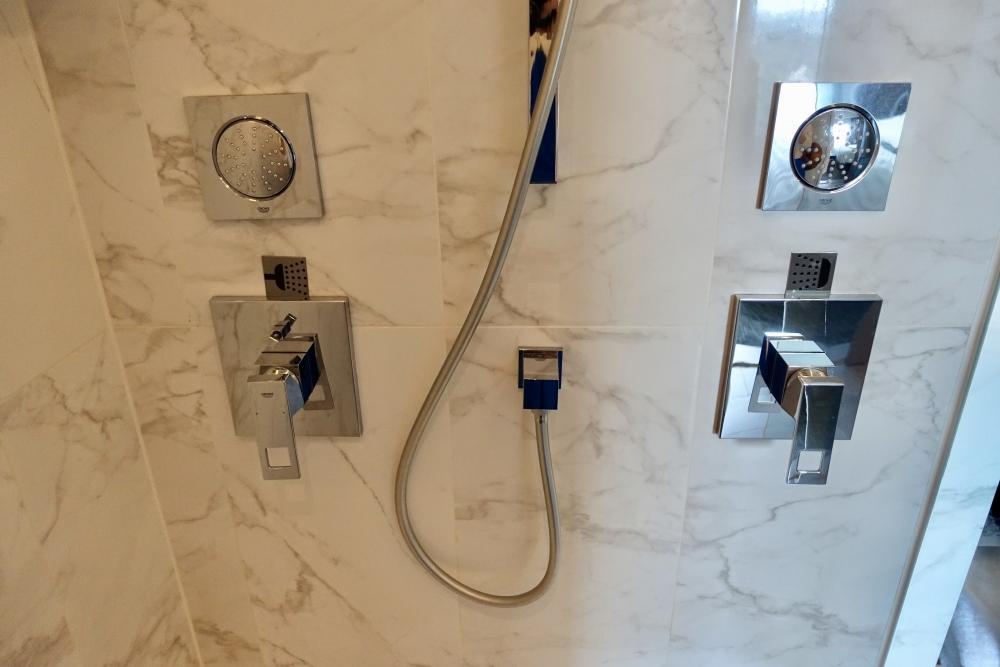 ル・メリディアンクアラルンプール/メリディアンスイートシャワー室内部