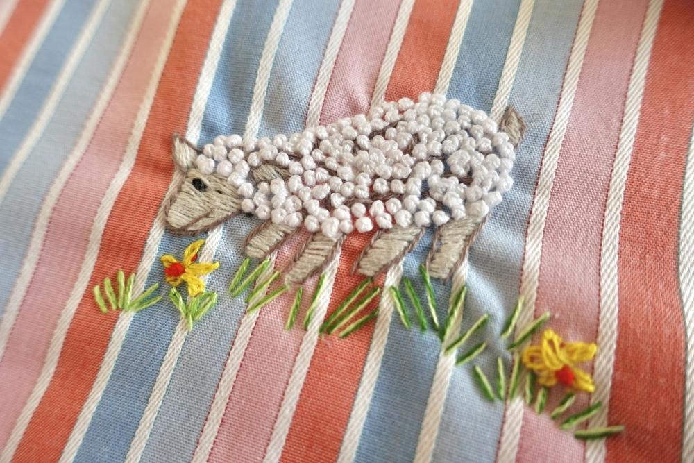 ニンクーンの刺繍羊